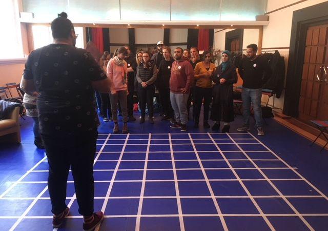Storytelling Centre helpt sociaal werkers om met jongeren en senioren te werken mbv een storytellingmethode, namelijk de Share to Connect methode.