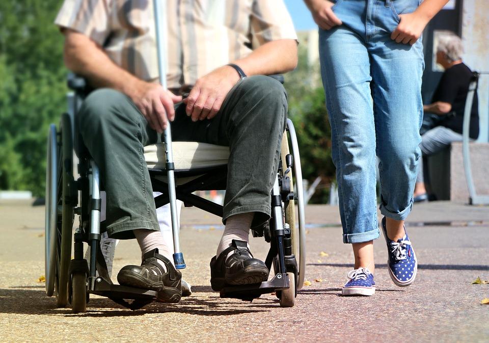 Ouder worden in Osdorp is een intergenerationeel project, waarbij ouderen samen met jongeren een verhaal maken over hoe het is om ouder te worden in Osdorp.