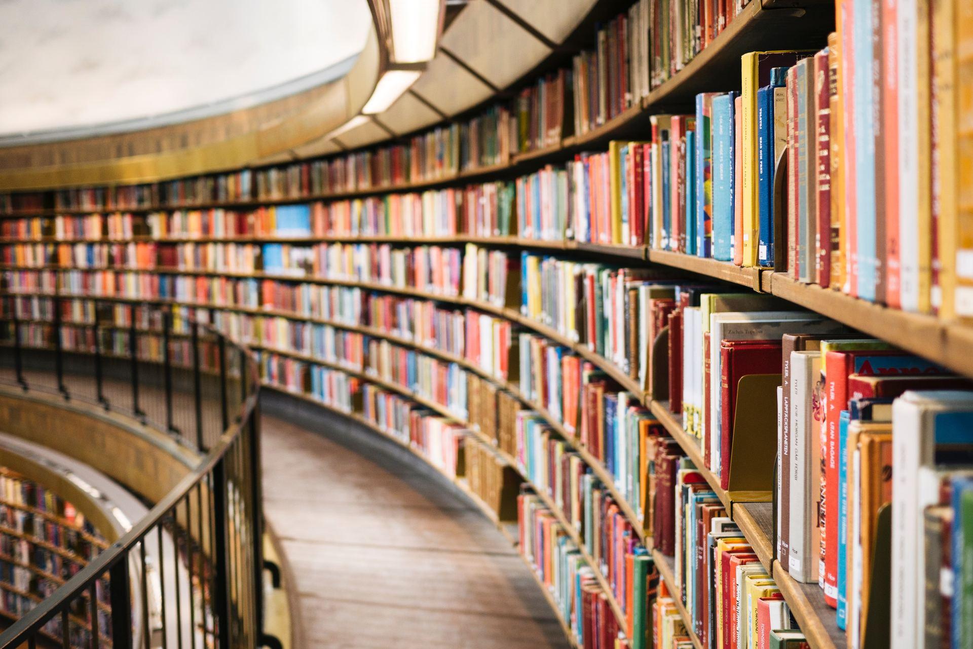 Bij de Human Library vertellen 'levende' boekwerken hun verhaal.
